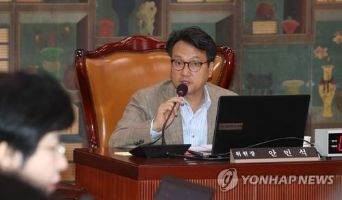Rep. An Min-suk of the ruling Democratic Party speaks during the National Assembly's audit of the Ministry of Culture, Sports and Tourism on Oct. 21, 2019. (Yonhap)