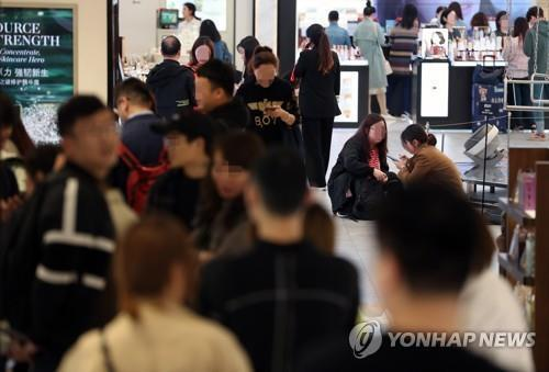 Foreign visitors to local duty-free stores top 1.8 mln in Oct. - 1