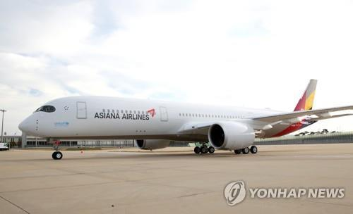 This undated file photo shows an Asiana Airlines A350 plane at Incheon International Airport, west of Seoul. (PHOTO NOT FOR SALE) (Yonhap)