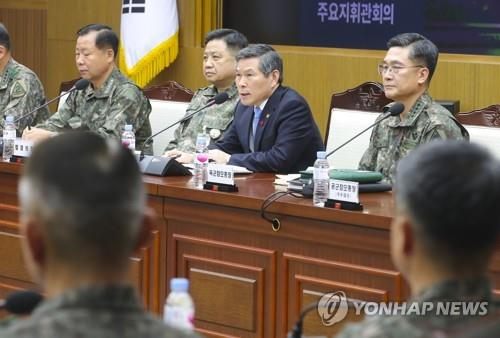 Defense Minister Jeong Kyeong-doo (back, 2nd from R) speaks during a meeting of top commanders in Seoul on Dec. 4, 2019. (Yonhap)