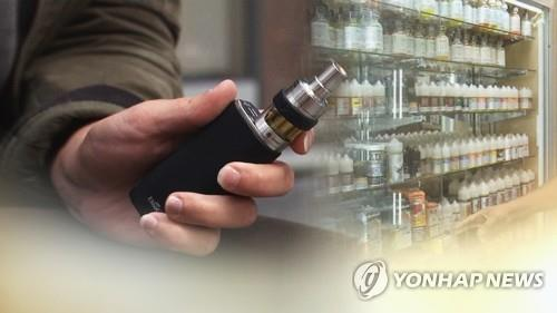 (LEAD) S. Korea maintains strong warning against e-cigarettes over health risks - 1