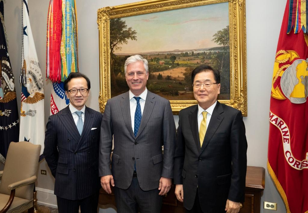 This photo, posted on Twitter by the White House National Security Council, shows Chung Eui-yong (R), director of Cheong Wa Dae's national security office, meeting with his U.S. and Japanese counterparts -- Robert O'Brien (C) and Shigeru Kitamura, respectively -- in Washington on Jan. 8, 2020. (Yonhap)
