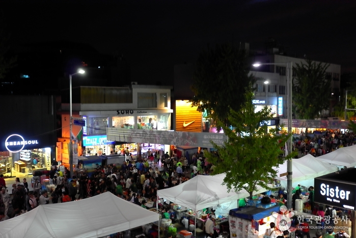 This photo captured from the website of the Korea Tourism Organization shows large crowds on the street in the Itaewon district of Seoul enjoying the Itaewon Global Village Festival on Oct. 12, 2019. (PHOTO NOT FOR SALE) (Yonhap)