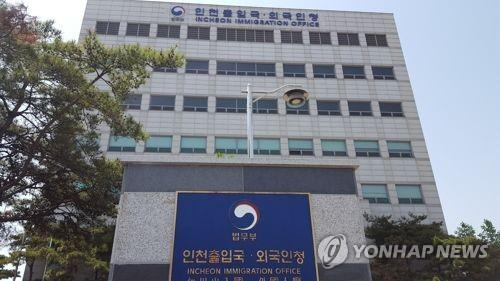 Growing numbers of illegal stayers leave Korea voluntarily