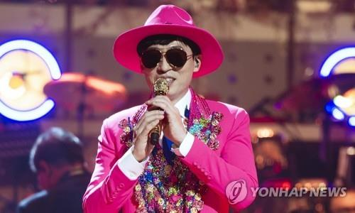 This image of Yoo Jae-suk, singing under the stage name Yoo San-seul, is provided by MBC. (PHOTO NOT FOR SALE) (Yonhap)