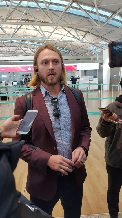 Taylor Motter, a utility player for the Kiwoom Heroes in the Korea Baseball Organization, speaks to reporters at Incheon International Airport, west of Seoul, on Jan. 31, 2020. (Yonhap)