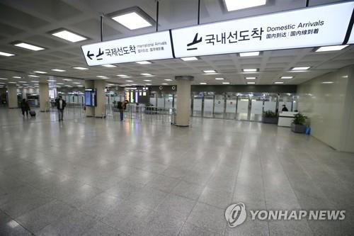 Passengers are scarce at Jeju International Airport's international terminal on Jeju Island on Feb. 3, 2020. (Yonhap)