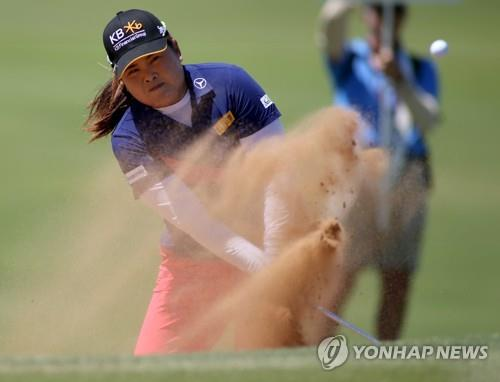 This photo taken by the EPA shows Park In-bee of South Korea in action during the Women's Australian Open golf tournament at the Royal Adelaide Golf Club in Adelaide, Australia, on Feb. 16, 2020. (Yonhap)