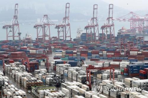 Cargo containers are stacked at a port in South Korea's southeastern city of Busan on Dec. 1, 2019. (Yonhap)