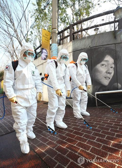 Soldiers disinfect Kim Kwang-seok Memorial Street, a famous tourist spot, in the southeastern city of Daegu on March 5, 2020, as part of preventive measures against the spread of the COVID-19 coronavirus. (Yonhap)