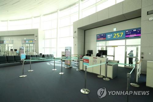 Airline passenger numbers dive sharply on S. Korea-Japan routes
