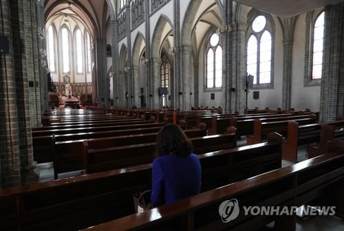 The main hall of Myeongdong Cathedral in Seoul is nearly vacant on April 6, 2020, as the Roman Catholic Archdiocese of Seoul has suspended Masses since late February due to the coronavirus. (Yonhap)