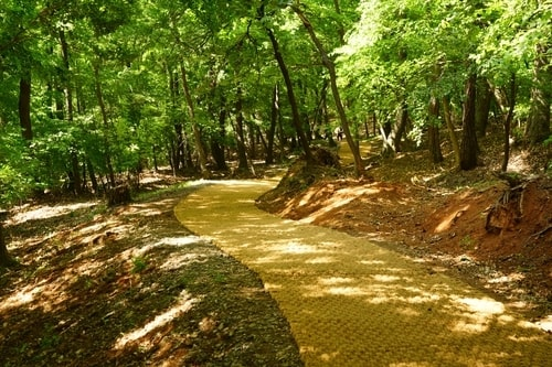 This file photo shows a forest walkway at the East Nine Royal Tombs in Guri, east of Seoul. (PHOTO NOT FOR SALE) (Yonhap)