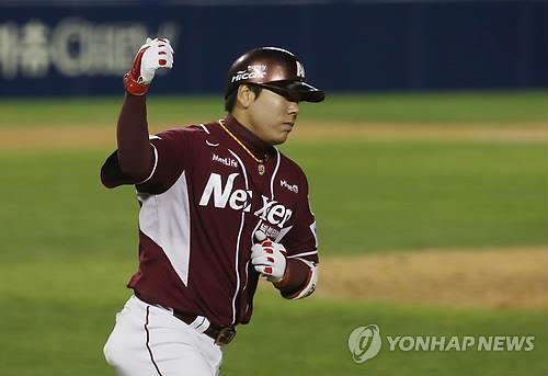 In this file photo from Oct. 31, 2014, Kang Jung-ho of the Nexen Heroes celebrates after hitting a two-run home run against the LG Twins in a Korea Baseball Organization postseason game at Jamsil Stadium in Seoul. (Yonhap)