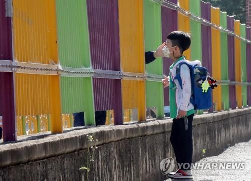 (LEAD) With 1.78 mln more pupils ready to return to school Wednesday, parental concerns remain unresolved