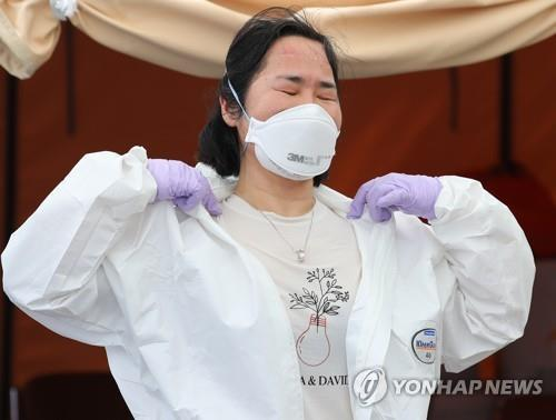 Medical workers exhausted by stifling protective suits as heat waves arrive