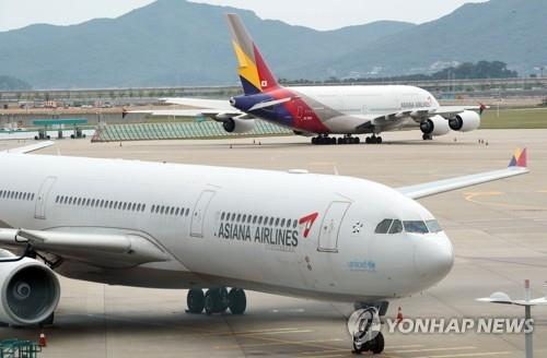 This photo, taken on June 10, 2020, shows Asiana Airlines' planes at Incheon International Airport in Incheon, west of Seoul. (Yonhap)