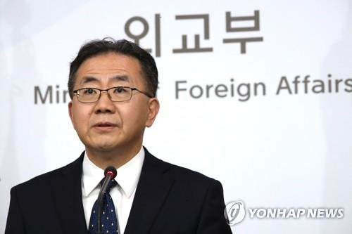 This photo, taken on April 23, 2019, shows Kim In-chul, the spokesman for the foreign ministry, speaking during a press briefing at the ministry in Seoul. (Yonhap)