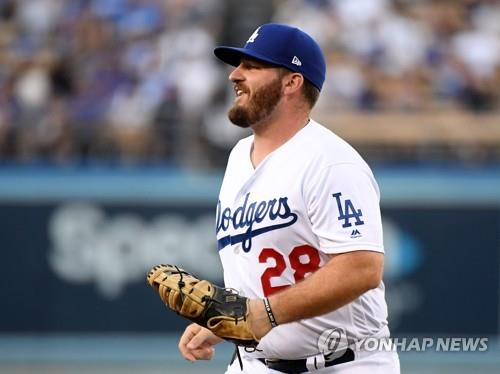 In this Getty Images file photo from Aug. 1, 2019, Tyler White of the Los Angeles Dodgers returns to the dugout after the end of the top of the first inning of a Major League Baseball regular season game against the San Diego Padres at Dodger Stadium in Los Angeles. (Yonhap)