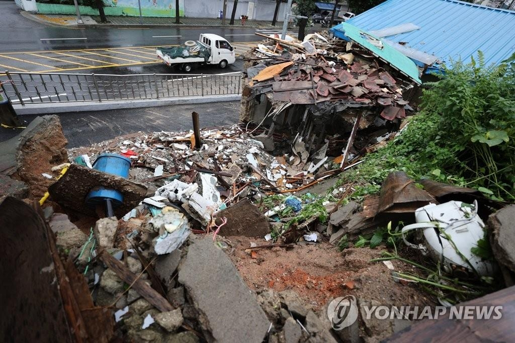A two-story house in the central ward of Dongdaemun, Seoul, collapsed on Aug. 11, 2020, as torrential rains poured down in the city. (Yonhap)