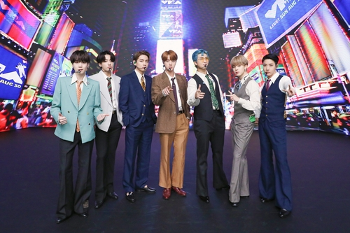 "This photo, provided by Big Hit Entertainment on Aug. 31, 2020, shows K-pop band BTS posing for photos ahead of a recent shooting of a performance for ""Dynamite"" aired on the 2020 MTV Video Music Awards. (PHOTO NOT FOR SALE) (Yonhap)"
