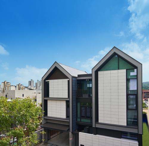 This photo provided by LG Electronics Inc. on Sept. 3, 2020, shows the exterior of its smart home, LG ThinQ Home, in Pangyo, south of Seoul. (PHOTO NOT FOR SALE) (Yonhap)
