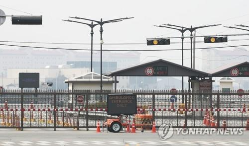 This file photo shows a gate of the U.S. base Camp Humphreys in Pyeongtaek, south of Seoul. (Yonhap)