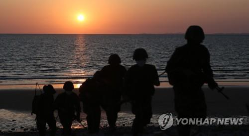 South Korean marines patrol a beach of the western border island of Yeonpyeong on Sept. 27, 2020. (Yonhap)