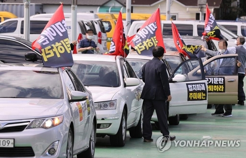 Police to ban drive-in rallies of 9 cars or fewer on weekend