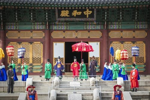 This photo, provided by the Cultural Heritage Administration, shows the royal palace festival taking place at Deoksu Palace in central Seoul in 2019. (PHOTO NOT FOR SALE) (Yonhap)