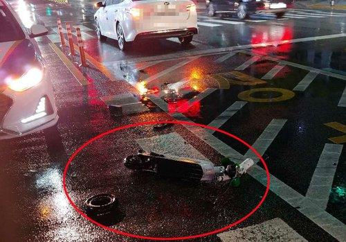 This photo, provided by the Busan Metropolitan Police Agency on April 12, 2020, shows an electric scooter destroyed after crashing into a sedan in the popular Haeundae district on the same day. The scooter rider sustained serious injuries and died later. (PHOTO NOT FOR SALE) (Yonhap)