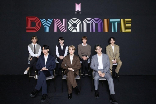 """This photo, provided by Big Hit Entertainment on Sept. 2, 2020, shows BTS posing at a media conference after topping the Billboard Hot 100 with its single """"Dynamite."""" (PHOTO NOT FOR SALE)(Yonhap)"""