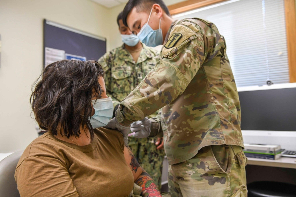 A member of U.S. Forces Korea receives a coronavirus vaccine in this photo released by the U.S. military. (PHOTO NOT FOR SALE) (Yonhap)