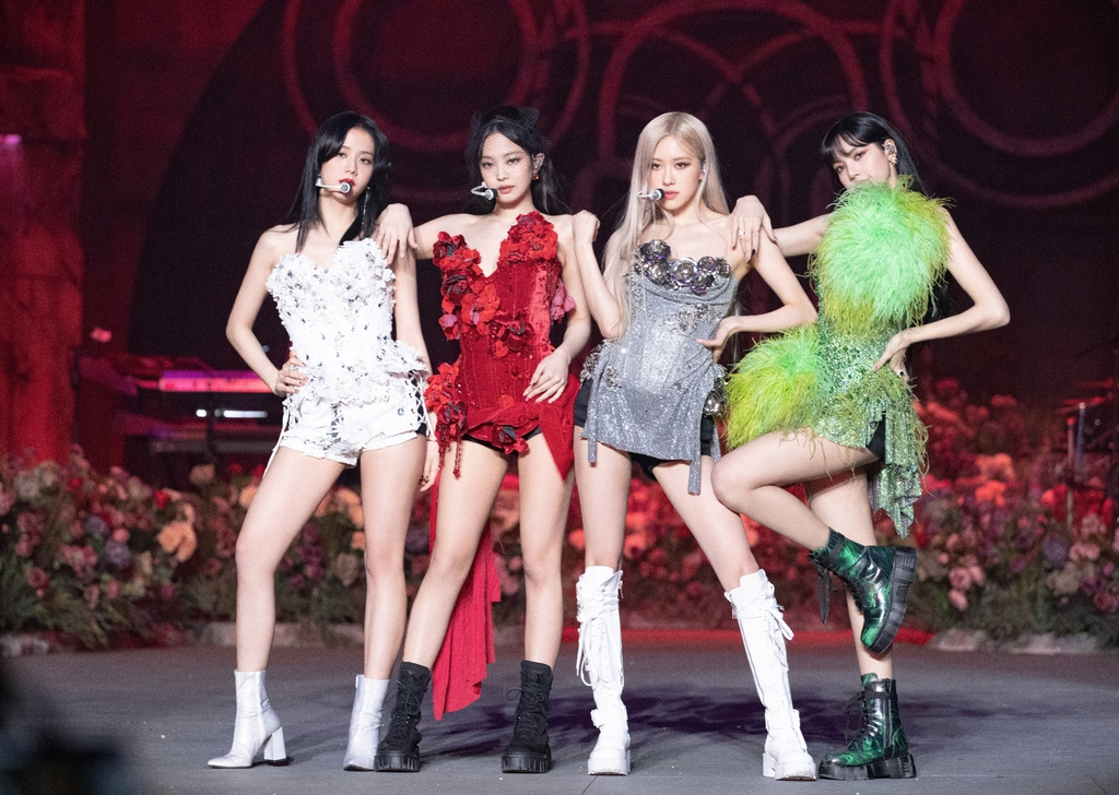 "This photo, provided by YG Entertainment, shows BLACKPINK performing its livestream concert ""BLACKPINK: The Show"" on Jan. 31, 2021. (PHOTO NOT FOR SALE)(Yonhap)"