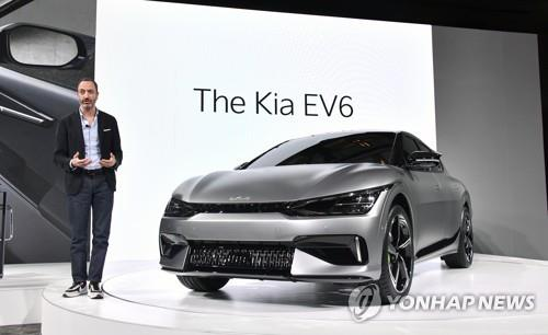 Karim Habib, a senior vice president of Kia Corp., speaks during an online ceremony on March 30, 2021, to unveil the EV6, the company's first all-electric model built on a dedicated platform, in this photo provided by the automaker. (PHOTO NOT FOR SALE) (Yonhap)