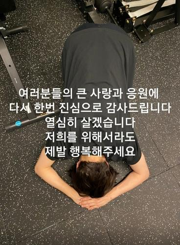This photo, posted on the fan community Weverse on July 20, 2021, shows BTS member Jimin bowing in a sign of gratitude to fans. (PHOTO NOT FOR SALE) (Yonhap)