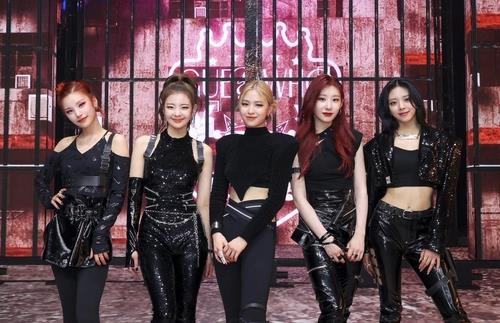This photo, provided by JYP Entertainment, shows K-pop girl group ITZY. (PHOTO NOT FOR SALE) (Yonhap)