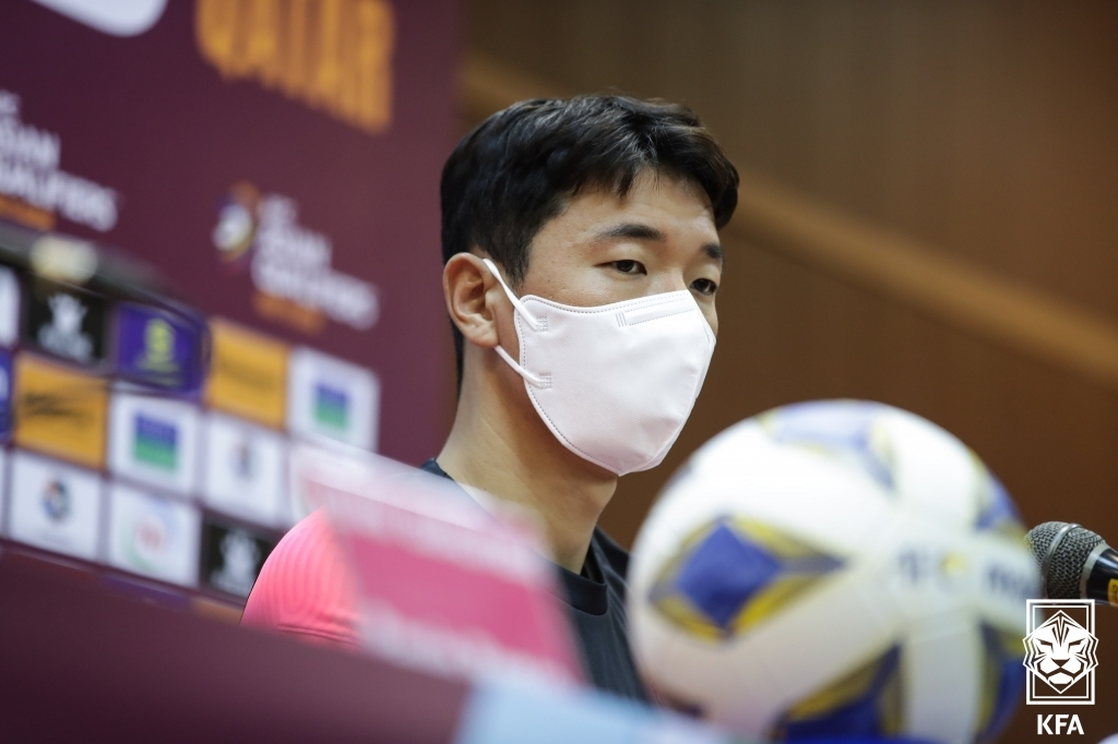 South Korean midfielder Jung Woo-young speaks at a press conference at Azadi Stadium in Tehran on Oct. 11, 2021, a day before a World Cup qualifying match against Iran, in this photo provided by the Korea Football Association. (PHOTO NOT FOR SALE) (Yonhap)