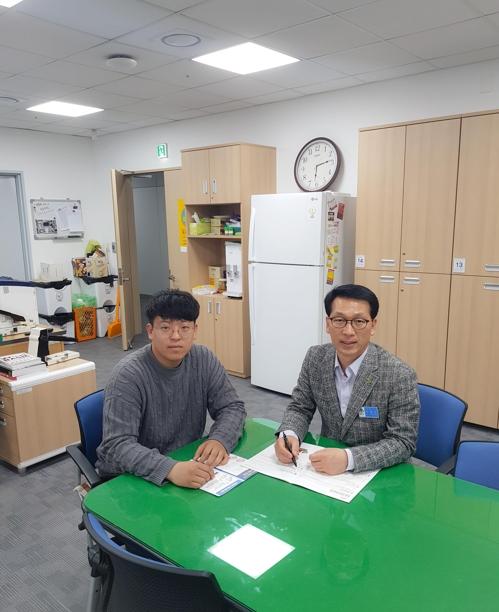 김민우(왼쪽) 예천군 농정과 주무관