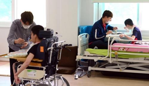 [게시판] 금투협 임직원들, 장애인 생활시설서 봉사활동 - 1