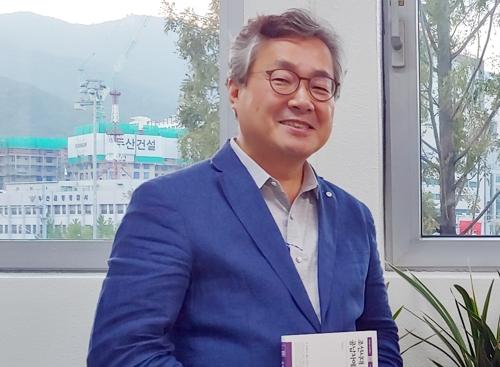 강창일 금정문화회관 관장