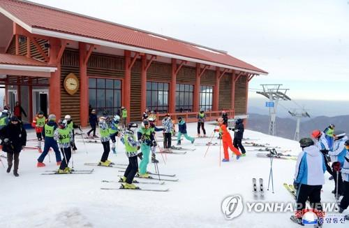 훈련하는 남북 스키 선수들