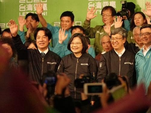 지지자들에게 당선 인사하는 차이잉원 대만 총통