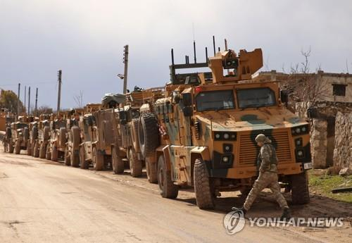 시리아 북서부 반군 지역으로 향하는 터키군 증원 병력. [AFP=연합뉴스 자료사진]