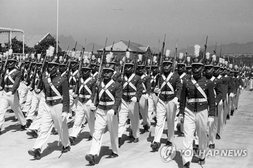 1950년 육군사관학교 생도 행진 모습