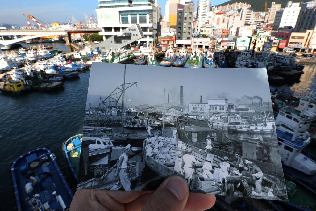 1953년과 2020년 부산 영도 봉래동 물양장.