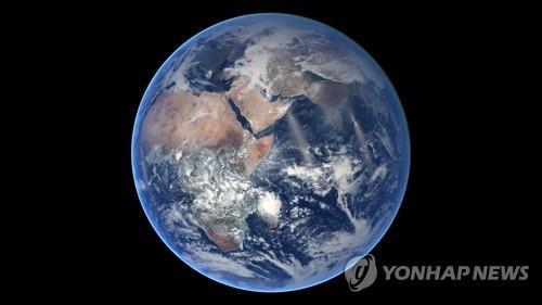 물로 덮인 지구 70 %
