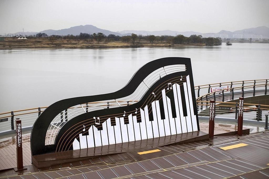 사문진 나루터의 피아노 조형물 [사진/성연재 기자]