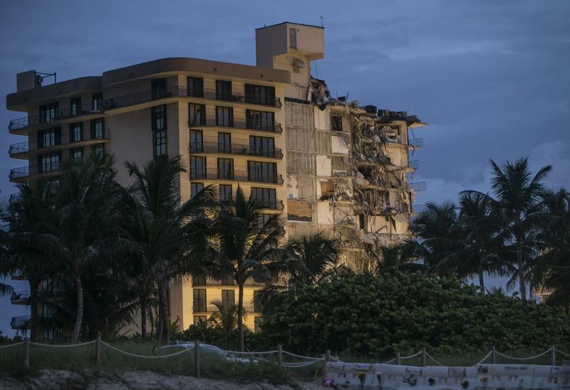 부분 붕괴한 미 플로리다 아파트