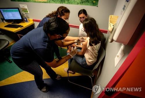 조지아주 병원에서 백신을 맞는 어린이